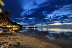 Coucher du soleil étonnant sur l'océan Photos libres de droits