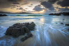 Coucher du soleil étonnant sur la côte de la Galicie Photos libres de droits