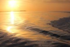 Coucher du soleil abstrait en or pur Photos libres de droits