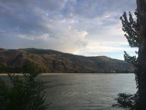 Coucher du soleil apaisant de Kamloops Photos stock