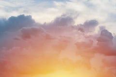 Coucher du soleil après des nuages de tempête Image libre de droits