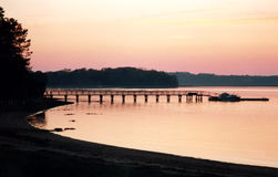 Coucher du soleil arrière de fleuve Images stock