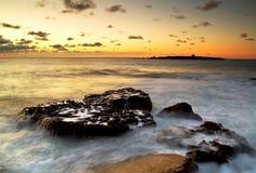 Coucher du soleil atlantique au-dessus d'île de crabe Photos stock