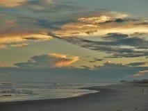 Coucher du soleil atlantique de plage image stock