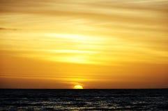 Coucher du soleil au bord de la mer Photo stock