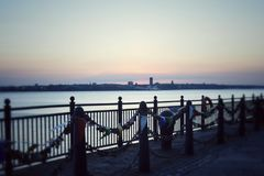 Coucher du soleil au bord de mer de Liverpool photo stock