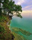 Coucher du soleil au bord du lac national décrit de roches Images libres de droits