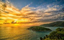 Coucher du soleil au cap de Promthep images stock