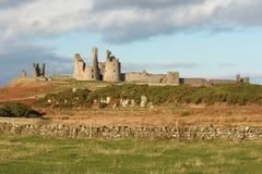 Coucher du soleil au château de Dunstanburgh Photos libres de droits