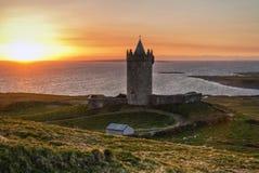 Coucher du soleil au château - HDR Images stock