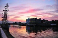 Coucher du soleil au compartiment de Dublin Photos stock