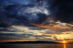 Coucher du soleil au-dessus d'île Krk Photographie stock