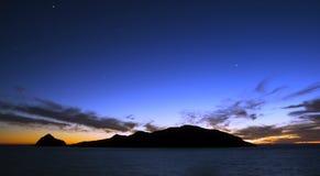 Coucher du soleil au-dessus d'île Mazatlan Mexique de cerfs communs Images libres de droits