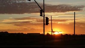 Coucher du soleil au-dessus d'aéroport de LAX Photo libre de droits