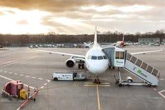 Coucher du soleil au-dessus d'aéroport de Tegel Photographie stock
