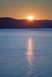 Coucher du soleil au-dessus d'isand d'Olkhon Photos stock