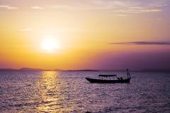 Coucher du soleil au-dessus d'océan photo stock