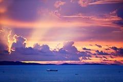 Coucher du soleil au-dessus d'océan images stock
