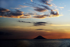 Coucher du soleil au-dessus d'océan Photo libre de droits