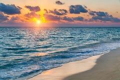 Coucher du soleil au-dessus d'océan Photos libres de droits