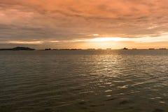 Coucher du soleil au-dessus d'océan Photographie stock