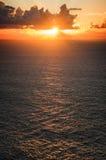 Coucher du soleil au-dessus d'océan Photos stock