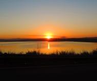 Coucher du soleil au-dessus de barrage midmar Photo stock