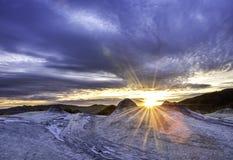 Coucher du soleil au-dessus de beaux vulcanoes Photographie stock libre de droits