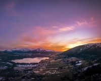 Coucher du soleil au-dessus de colline d'Eide Photographie stock