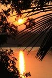 Coucher du soleil au-dessus de fleuve de Mekong Images stock