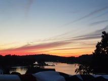 Coucher du soleil au-dessus de Guilford Lake images stock