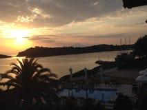 Coucher du soleil au-dessus de Halkidiki photos stock