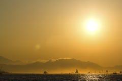 Coucher du soleil au-dessus de Hong Kong Harbour Images stock