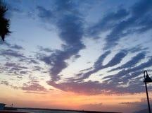 Coucher du soleil au-dessus de jetée Images libres de droits