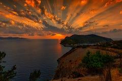 Coucher du soleil au-dessus de _Kefalonia d'Assos photo stock