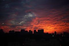 Coucher du soleil au-dessus de Kiev industriel image stock