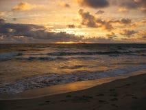 Coucher du soleil au-dessus de l'océan Photo stock