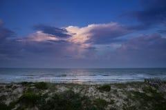 Coucher du soleil au-dessus de l'Océan atlantique Photographie stock libre de droits