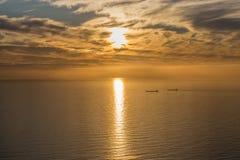 Coucher du soleil au-dessus de l'océan le long du Péninsule du Cap, Afrcia du sud photos stock