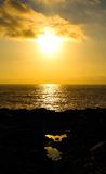 Coucher du soleil au-dessus de la côte Photos stock