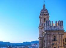 Coucher du soleil au-dessus de la cathédrale de Malaga Photographie stock libre de droits