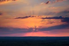 Coucher du soleil au-dessus de la colline Images libres de droits