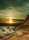 Coucher du soleil au-dessus de la mer. Images libres de droits