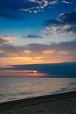 Coucher du soleil au-dessus de la mer Photos stock