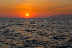 Coucher du soleil au-dessus de la mer Images stock