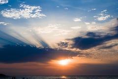 Coucher du soleil au-dessus de la mer baltique Photos libres de droits