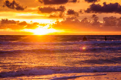 Coucher du soleil au-dessus de la mer baltique Images libres de droits