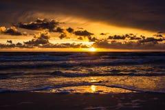Coucher du soleil au-dessus de la mer baltique Photos stock