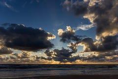 Coucher du soleil au-dessus de la mer baltique Photo libre de droits