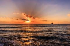 Coucher du soleil au-dessus de la mer des Caraïbes photographie stock